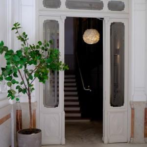 Entrada al portal de Psicoafirma Psicólgos en Fernando VI, 11, 2º A